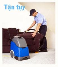 Nhân viên vệ sinh tận tụy cho nhà cửa của bạn