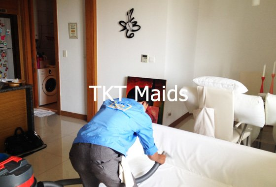 giặt ghế sofa khi vệ sinh nhà ở TPHCM - TKT Maids