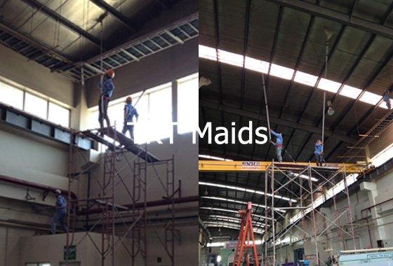 dịch vụ vệ sinh nhà xưởng quét bụi mạng nhện trần - TKT Maids