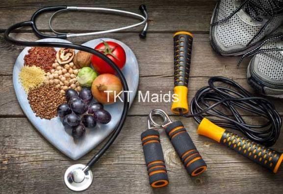 sống khỏe bằng cách ăn uống đầy đủ và tập thể dục thể thao
