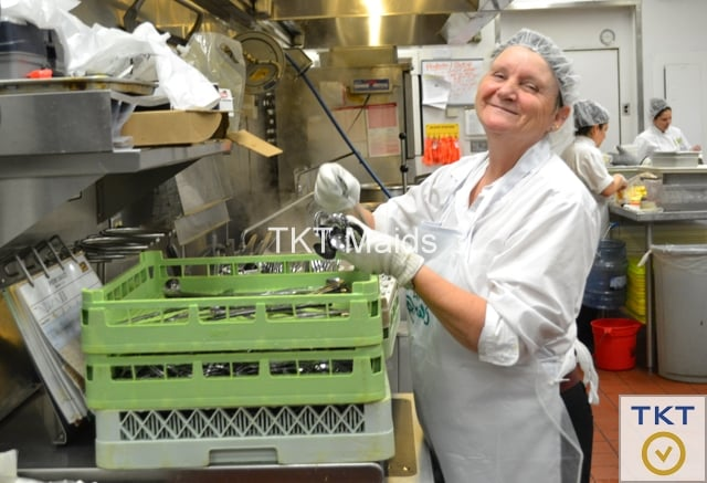 cung cấp nhân viên tạp vụ rửa chén TKT Cleaning