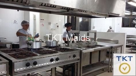 dịch vụ cung cấp tạp vụ rửa chén vệ sinh nhà hàng TKT Maids