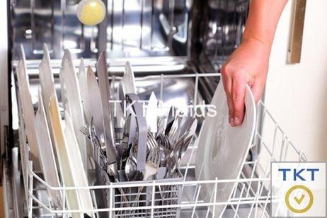 sắp xếp chén bát cho máy rửa chén