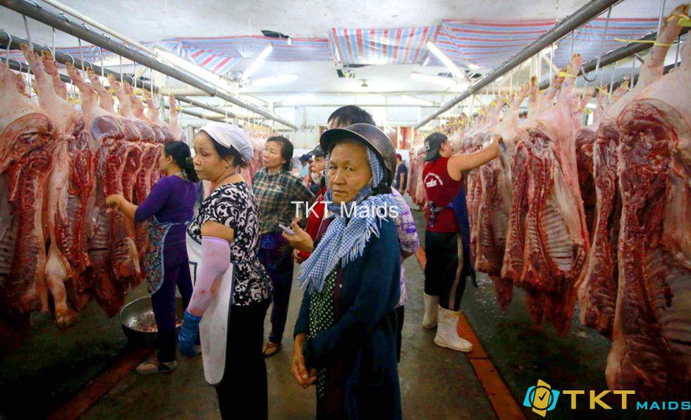 mua bán thịt nóng tại chợ đầu mối