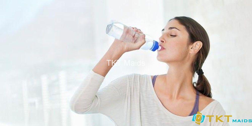 uống đủ nước giúp cơ thể đào thải các chất độc tốt hơn