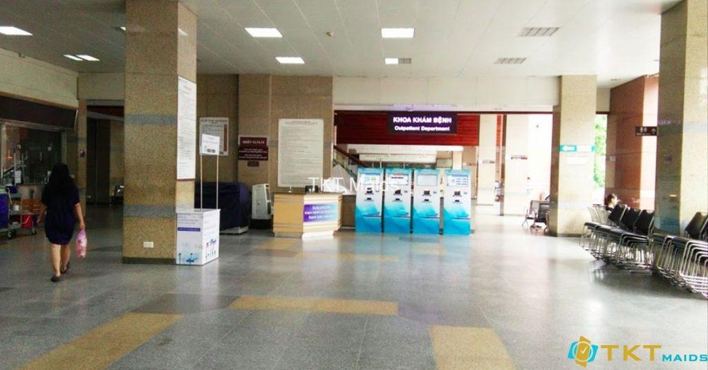 Quầy đăng kí khám tại tầng 1, Phòng khám Bệnh viện Đại học Y dược 1