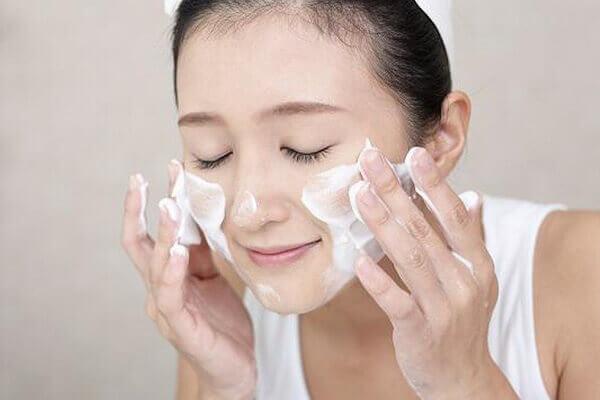 Kiểm tra độ an toàn của mặt nạ trước khi đắp lên vùng da mặt