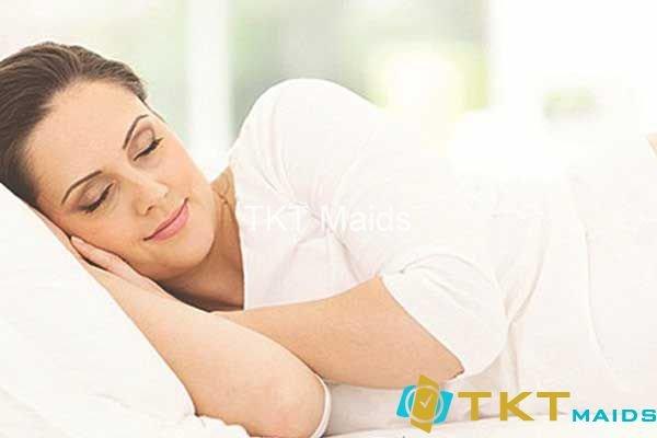 Tư thế ngủ thoải mái, không gối cao dễ gây đau cổ vai
