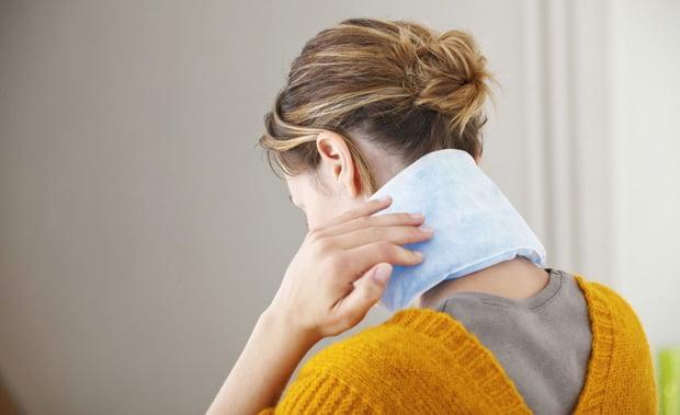 Những người có tiền sử mắc bệnh xương khớp cũng gây bệnh đau mỏi vai gáy