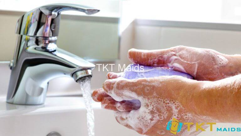 Rửa tay thường xuyên với xà phòng