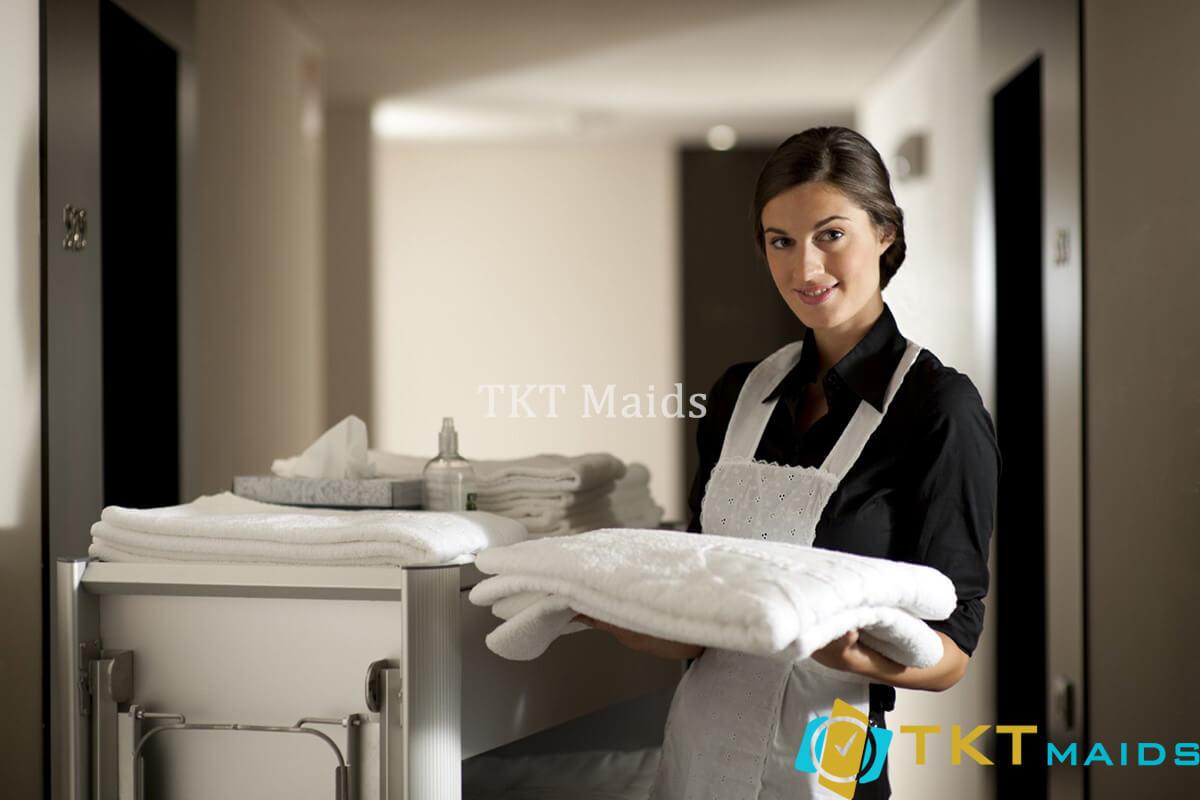 Title: Hình ảnh: Trang phục nhân viên gọn gàng, lịch sự