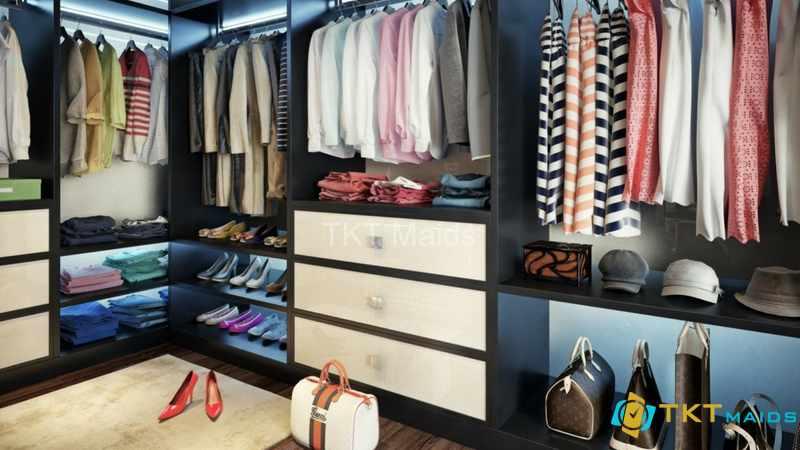 Hình ảnh minh họa: cách sắp xếp tủ quần áo gọn gàng kết hợp treo và gấp