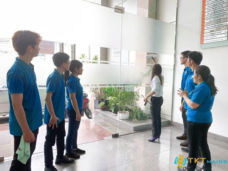 Hình ảnh: Nhân viên được giám sát training công việc